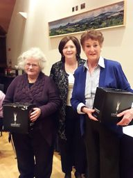Marian Grimes and Pat Dunne receiving 4th Prize