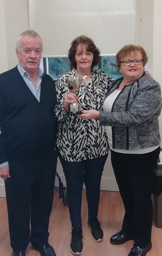 Shelia Byrne presenting Maura O' Hara Cup to Bernie and Joe Bissett